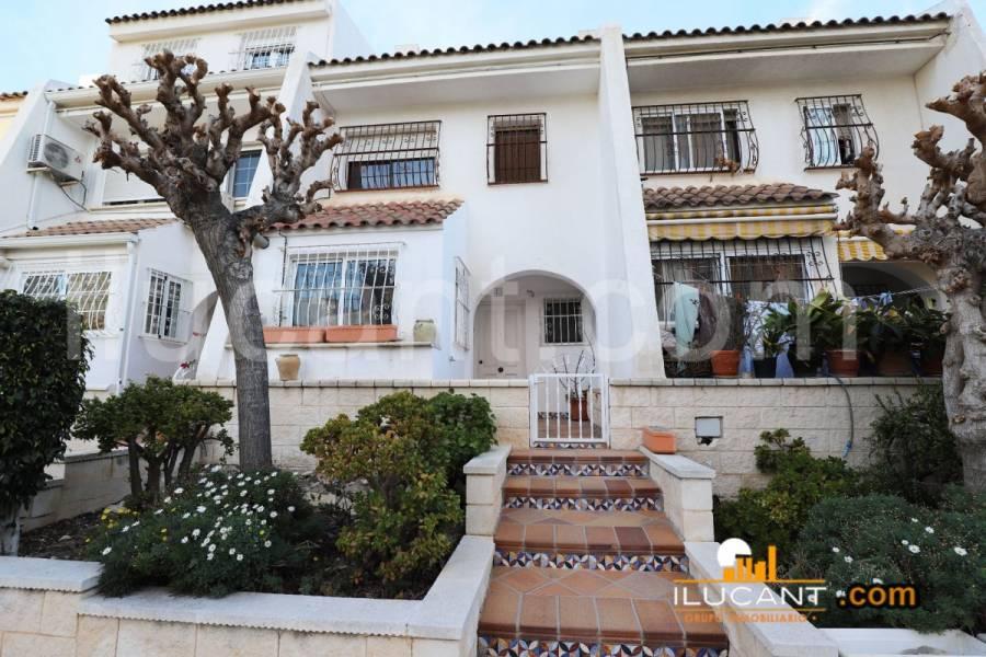 Alicante,Alicante,España,4 Bedrooms Bedrooms,2 BathroomsBathrooms,Bungalow,21802