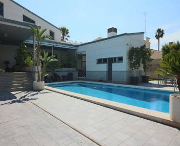 Elche,Alicante,España,6 Bedrooms Bedrooms,4 BathroomsBathrooms,Chalets,33981
