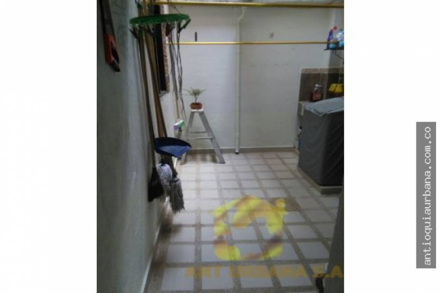 Envigado, Antioquia, Colombia, 3 Bedrooms Bedrooms, ,2 BathroomsBathrooms,Casas,Venta,39D SUR,41233