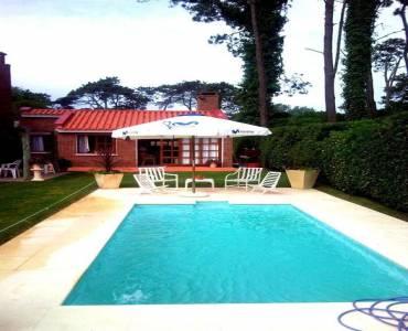 Punta del Este, Maldonado, Uruguay, 2 Bedrooms Bedrooms, ,1 BañoBathrooms,Casas,Temporario,41666