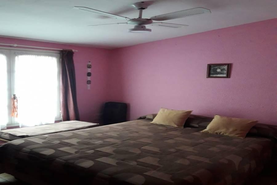 TRENQUE LAUQUEN, Buenos Aires, Argentina, 3 Habitaciones Habitaciones, ,2 BathroomsBathrooms,Casas,Venta,GLASTEIN,42620