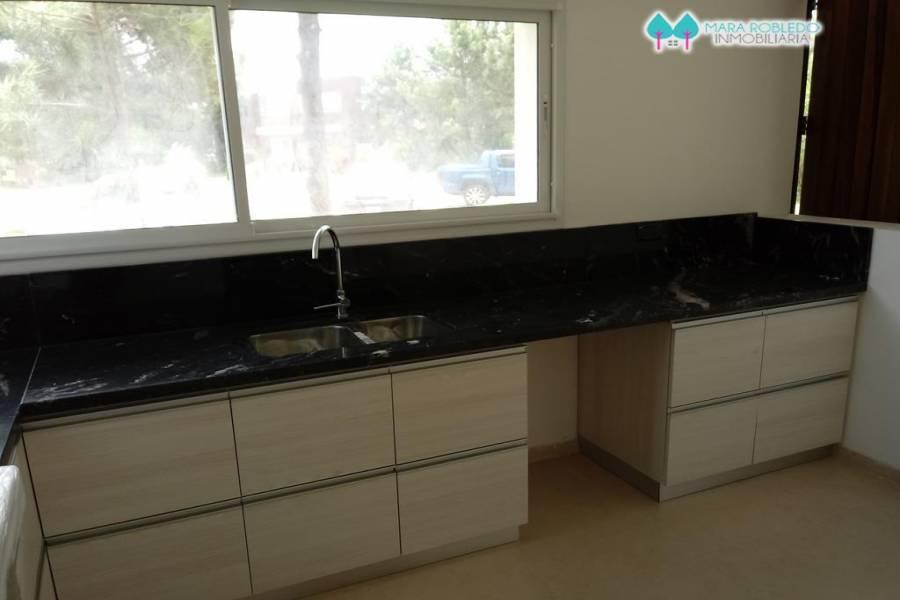 Costa Esmeralda,Buenos Aires,Argentina,4 Bedrooms Bedrooms,3 BathroomsBathrooms,Casas,GOLF 2 LOTE 652,6021