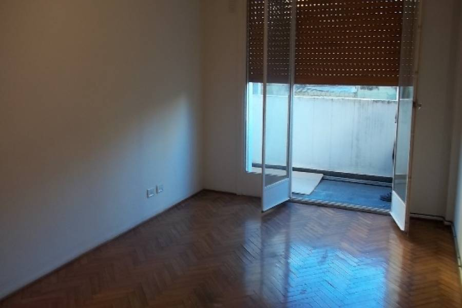Flores,Capital Federal,Argentina,2 Bedrooms Bedrooms,1 BañoBathrooms,PH Tipo Casa,CULPINA ,6384