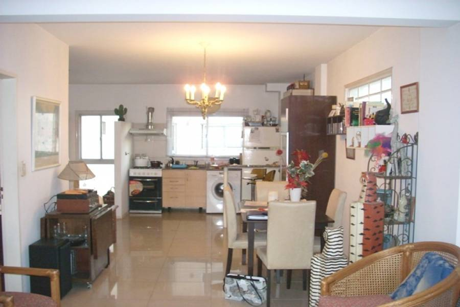 Flores,Capital Federal,Argentina,2 Bedrooms Bedrooms,1 BañoBathrooms,Apartamentos,LAFUENTE ,6677