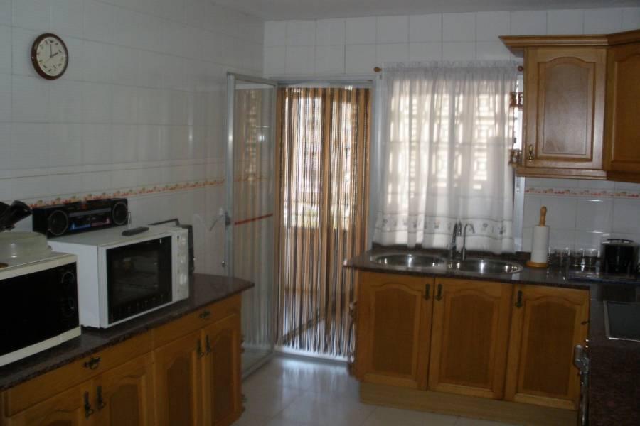 Alicante,Alicante,España,4 Bedrooms Bedrooms,1 BañoBathrooms,Pisos,9253