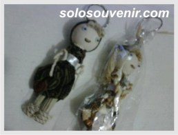 Souvenir Pernikahan Gantungan Kunci boneka batik balon