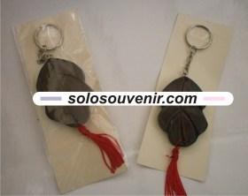 Souvenir Pernikahan Gantungan Kunci daun kayu