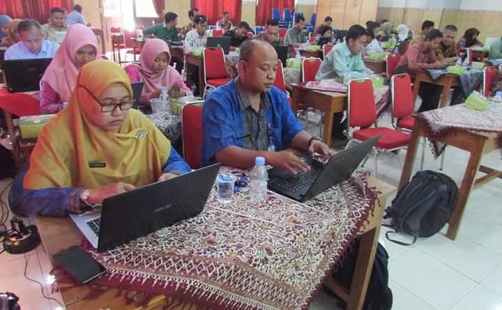 Dinas Perindustrian dan Tenaga Kerja Kabupaten Sukoharjo mengadakan pelatihan jurnalistik dan kehumasan di SMK BP 1
