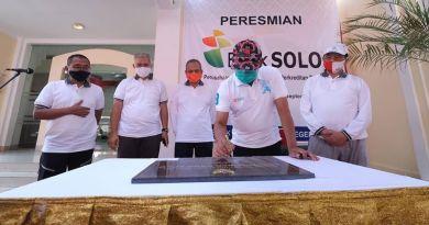 Walikota Surakarta FX. Hadi Rudyatmo dan Wakil Walikota Ahmad Purnomo, meresmikan perubahan bentuk badan hukum Perusahaan Daerah BPR Bank Solo menjadi Perusahaan Umum Daerah BPR Bank Solo, Jumat (11/09).