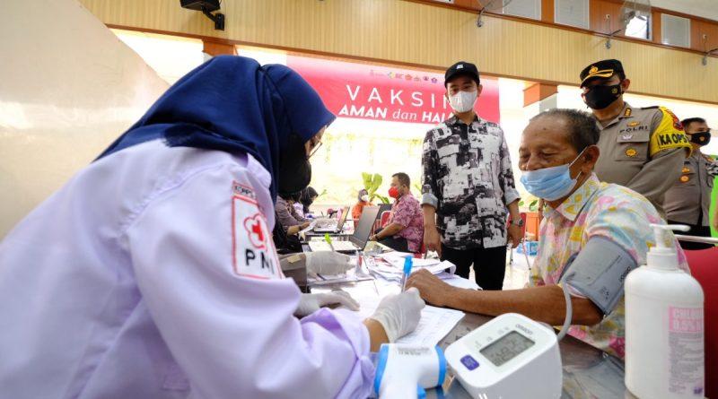 Walikota Surakarta, Gibran Rakabuming meninjauan vaksinasi serentak