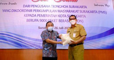 PMS Serahkan 9000 Paket Sembako untuk Warga