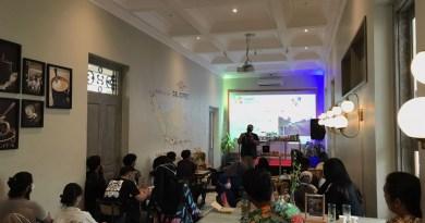 Berbagi Ilmu Tentang Teh di C&L Coffee Hotel Solia