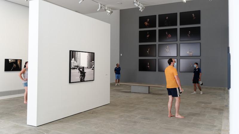 Villa Carmignac - aperçu de l'exposition 10 ans de photojournalisme à Porquerolles