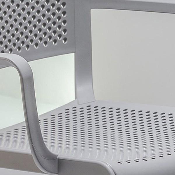 Chaises DOME 266 - Lot de 4 ---- Designé par Odo Fioravanti, Dome est une collection d'assises qui évoque la tradition glorieuse des chaises de bistrot avec des silhouettes arquées et les formes généreuses des dômes des monuments qui embellissent de nombreuses villes du monde. Fauteuil en polypropylène avec assise et dossier perforés. Détails techniques Matières : polypropylène, renforcé en fibre de verre, antistatique, Résistant aux UV Technologie : moulage sous injection de gaz Empilable par 5 Dimensions produits : L.P.H : 58 x 53 x 81 cm Poids unitaire : 4,2 kg Nombre de produits : 4