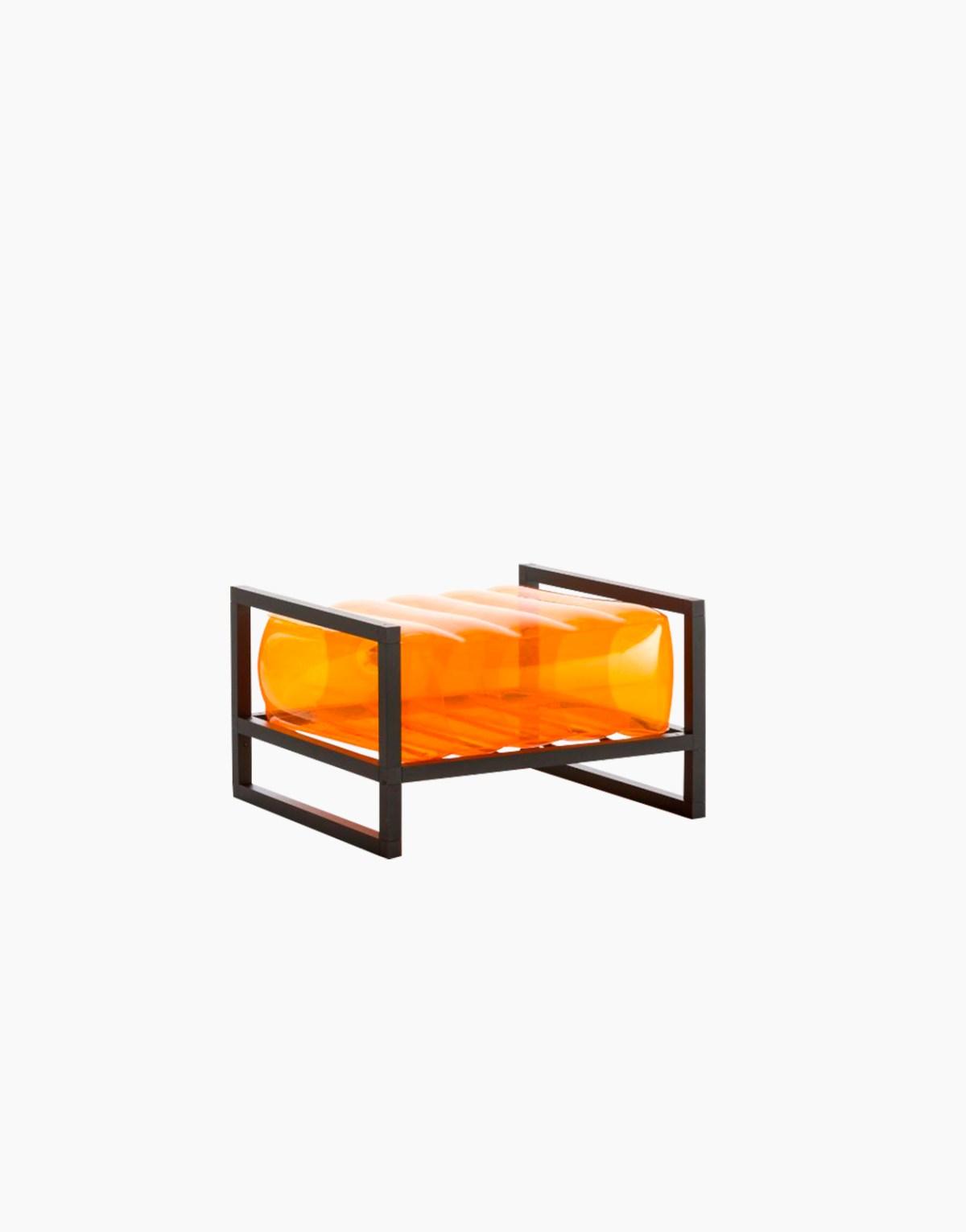 Revendeur de Mojow solution design fr mobilier assises fauteuil Yoko orange cristal