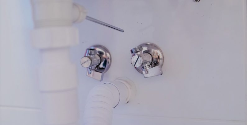 how to unclog a kitchen sink drain with