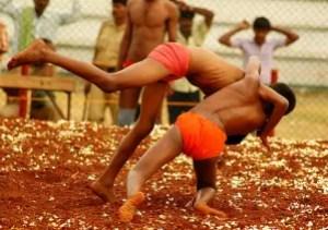 தசரா விழாவில் நடக்கும் குஸ்திப்போட்டி