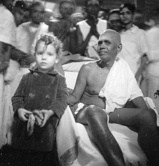 ரமண மகரிஷியோடு குழந்தை ஆடம் ஆஸ்போர்ன்
