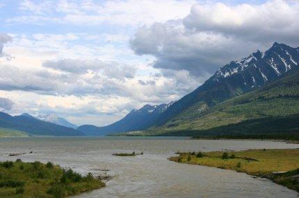 Kinbasket_Lake,_Columbia_River,_British_Columbia