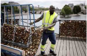 Love_Locks_Paris_France_Keys_Bridge