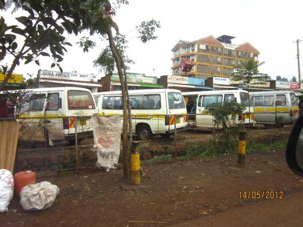 kenya_public_transport_14_seater_vans_vehicles_move_bus