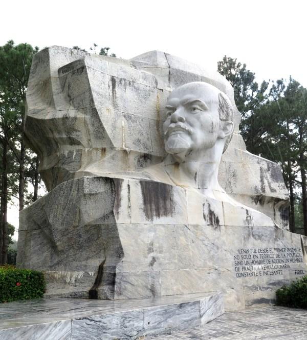 Giant Lenin head, Parque Lenin, Havana