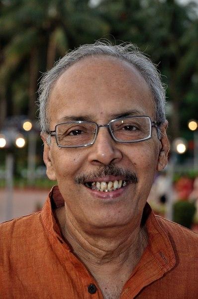 This image has an empty alt attribute; its file name is Bengali-Sirshendu_Mukhopadhyay_-_Kolkata_2011-05-09_Writers_Authors-398x600.jpg