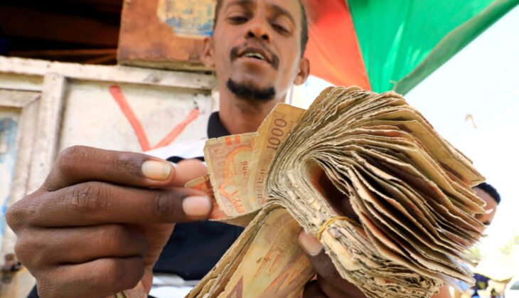 A dealer counts bundles of Somali shilling