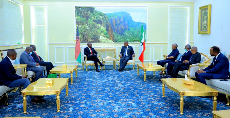 President Bihi chairs a meeting between Malawi and Somaliland officials at the presidency in Hargeisa
