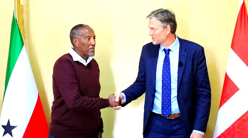 president-Bihi-with-Denmark-ambassador-to-Kenya800