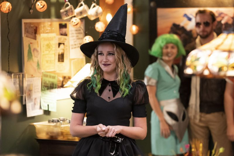 "PERFECT HARMONY -- ""HALLE-BOO-YAH"" Episode 106 -- Pictured: Anna Camp as Ginny -- (Photo by: Justin Lubin/NBC)"