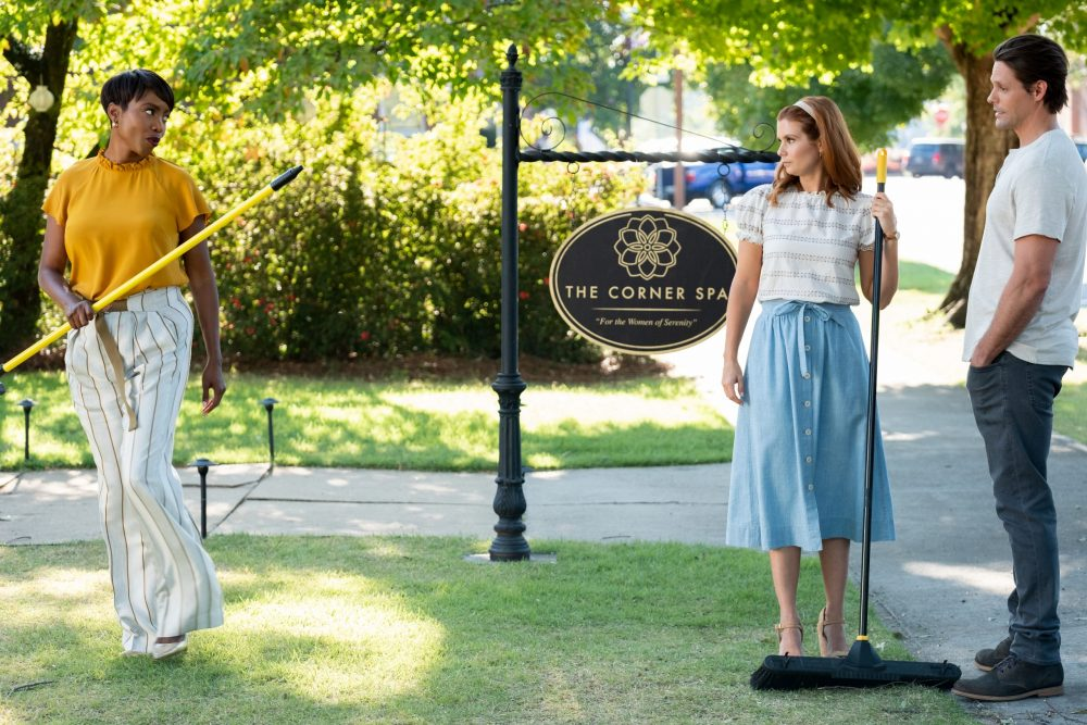 SWEET MAGNOLIAS (L TO R) HEATHER HEADLEY as HELEN DECATUR, JOANNA GARCIA SWISHER as MADDIE TOWNSEND, and JUSTIN BRUENING as CAL MADDOX in episode 105 of SWEET MAGNOLIAS Cr. ELIZA MORSE/NETFLIX © 2020
