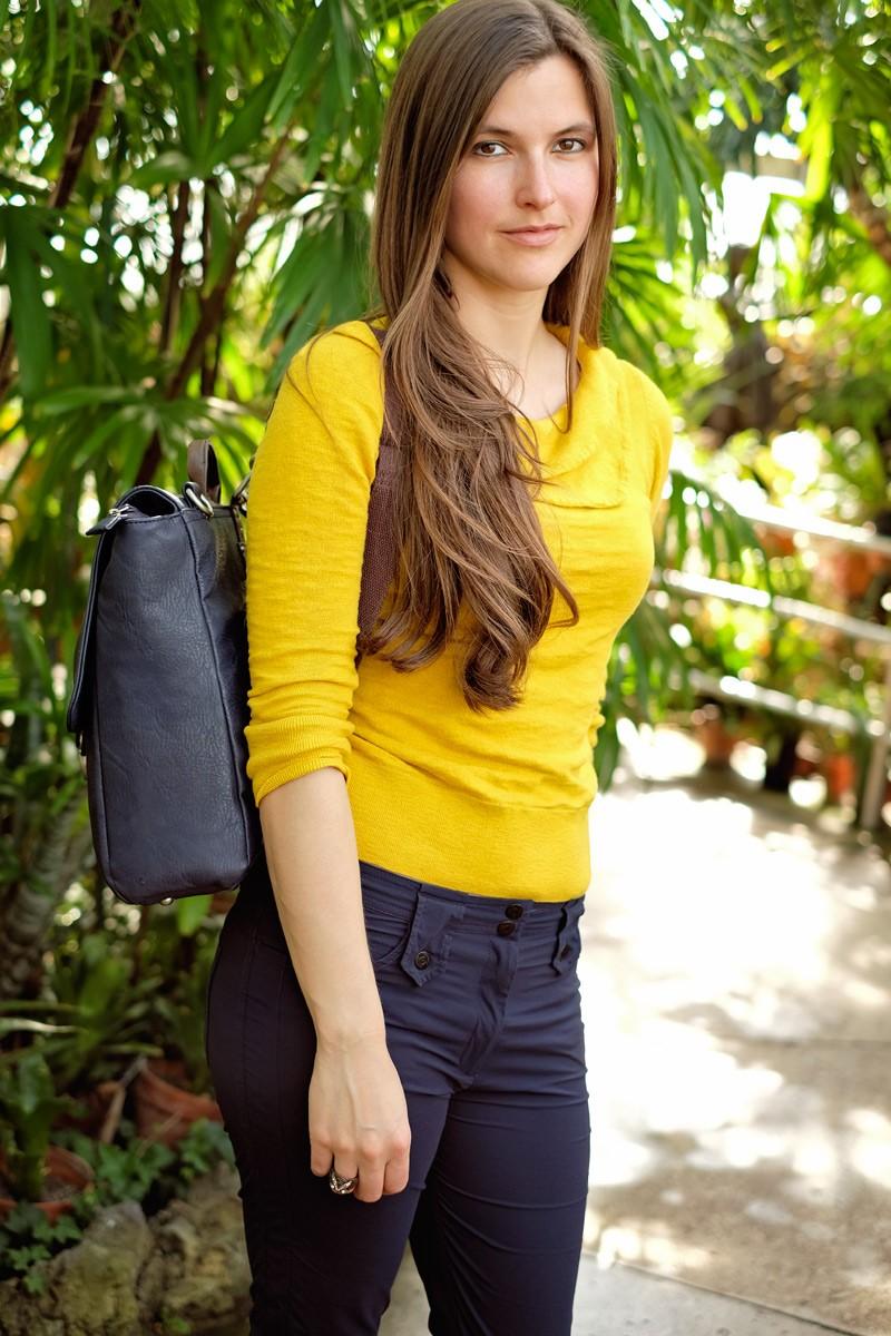 Sheri wearing the Chapel backpack.