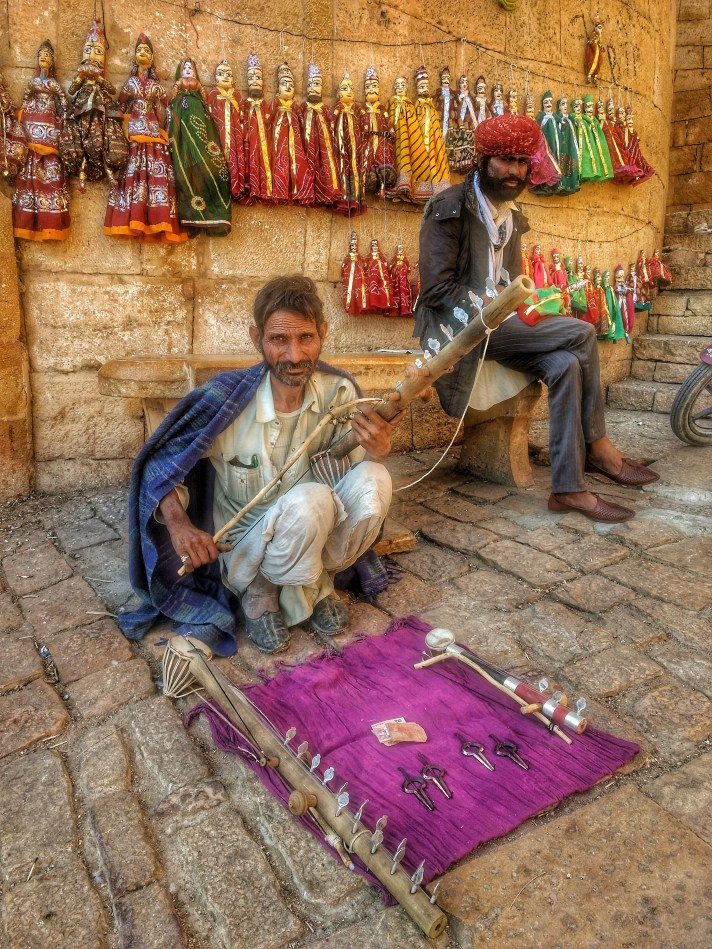 A Bopa musical playing and selling Ravanhatta