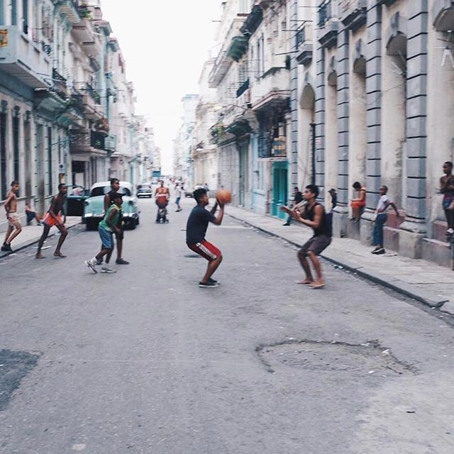 Play with what you got #cuba?? #streetscene #travelogue #keepexploring #roamtheplanet #takemoreadventures