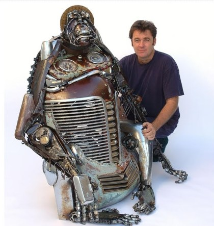 Escultura com sucata de carro