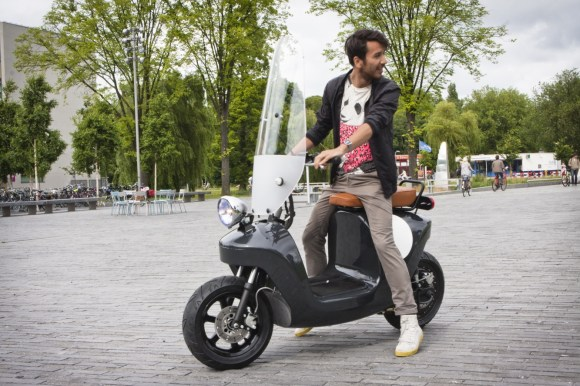 Be.e-frameless-biocomposite-electric-scooter-design-by-waarmakers-stop