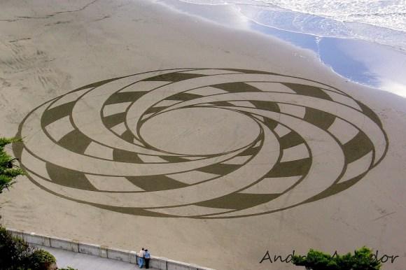 andres-amador-sand-art-celtic-pattern[1]