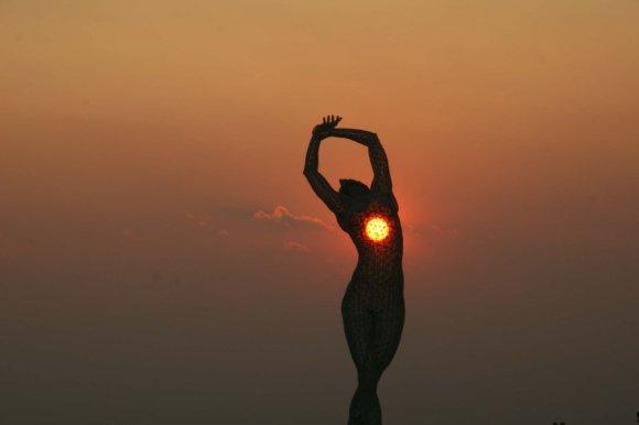Escultura mulher de arame (7)