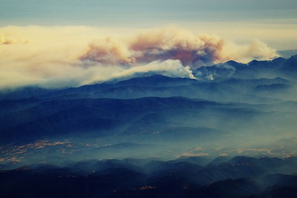 forest-fire-from-an-airplane-big-sur-california