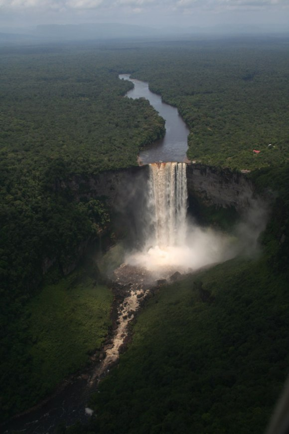 kaieteur-falls-guayana-from-an-airplane