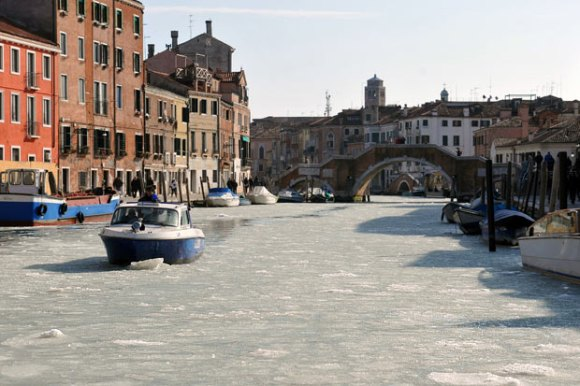 canal-bridge-ice_2131174i[1]