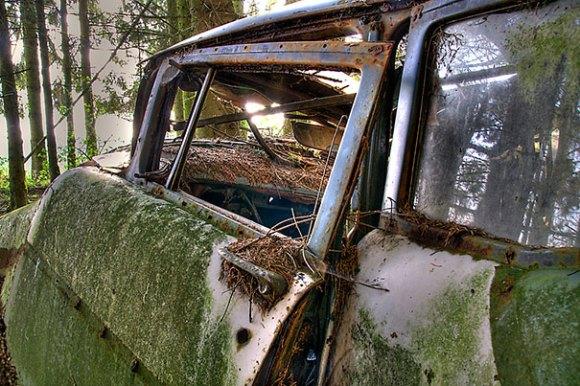 chatillon-car-graveyard-abandoned-cars-vehicle-cemetery-12[1]