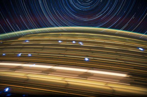 Fotos em longa exposição do espaço (13)