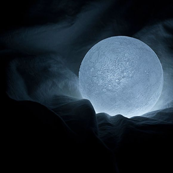 Totally-Accurate-LED-Lamp-Mimics-The-Moon1__880[1]