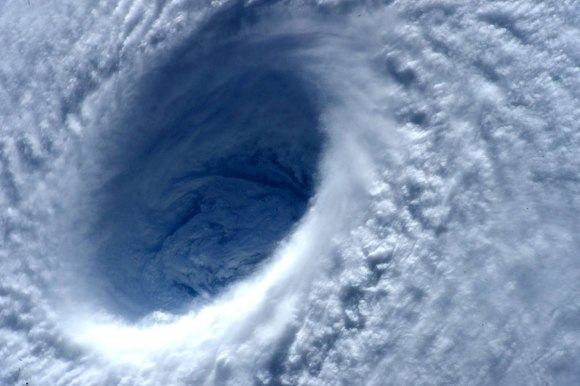 Tufão visto do espaço 3