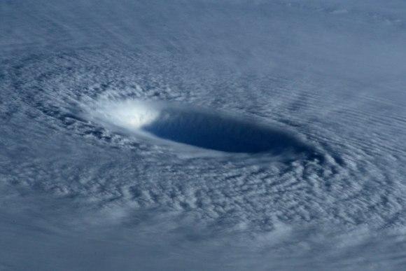 Tufão visto do espaço 5