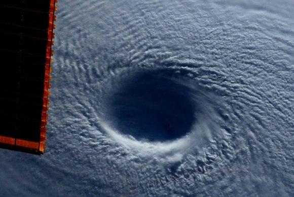 Tufão visto do espaço 6