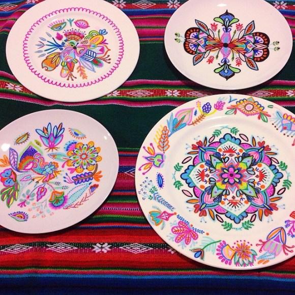 mandalas coloridas em pratos 19