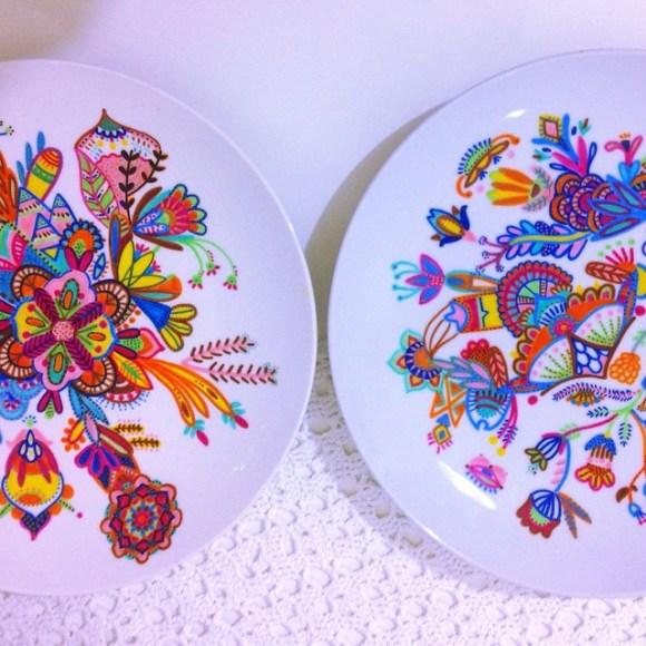 mandalas coloridas em pratos 25